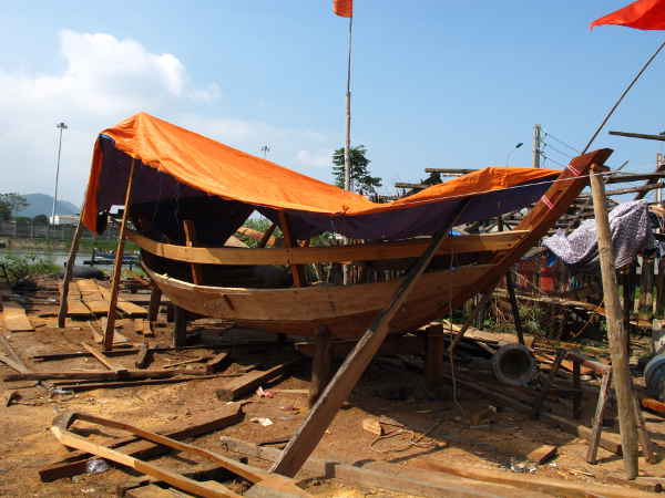 Cua Lo traditional boat under construction.