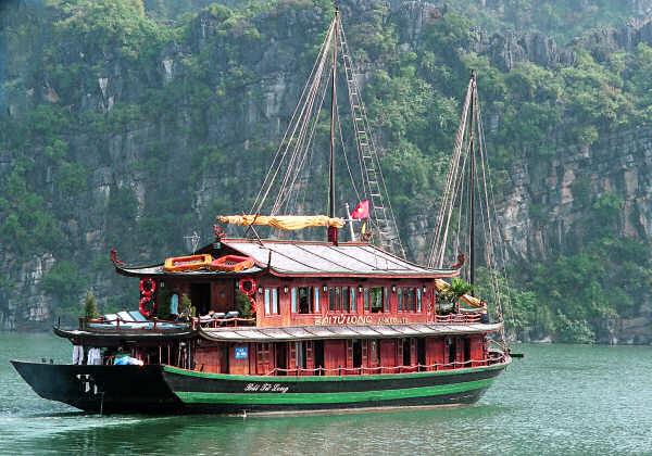Halong Bay Big Tourist Boat